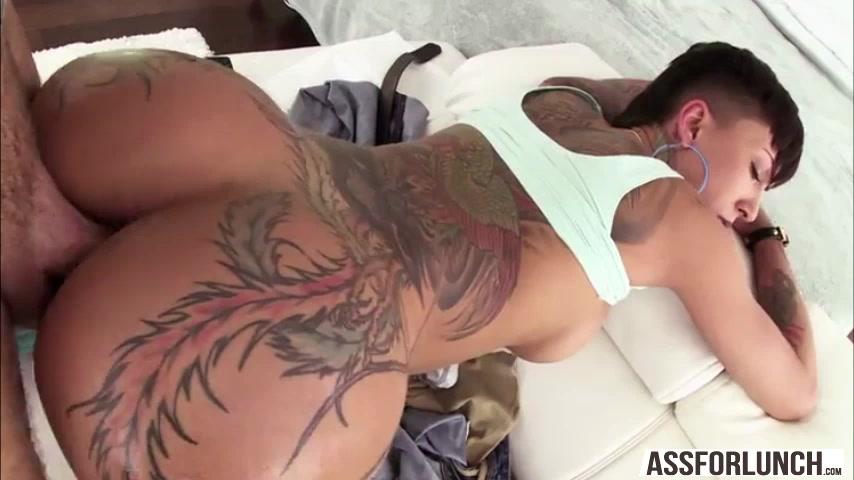 Free Porn Videos | Sexy tattooed girl Bellas big juicy ass is ...