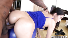 Italian goddess Valentina with big ass gets hardcore anal