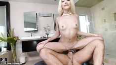 Elizabeth Jolie fucked hard in the shower