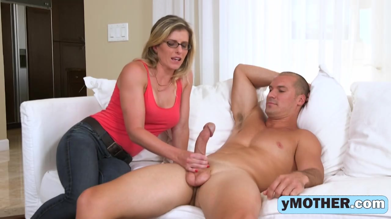 pregnsnt mom in threesome with daughter