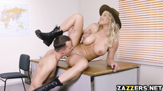 Justin Hunt's tongue is better than his finger to play on Olivia's clit