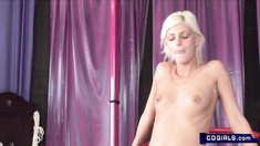 skinny platinum blond orgasms on a sybian with a finger attachment