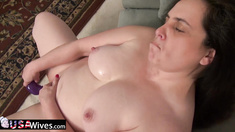 Mature pussy treated well with toy