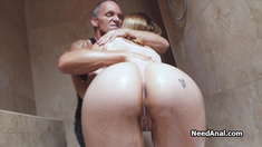 Oily anal with Luna in the bathroom