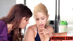 MILF Syren Demer give teen Goldie Ortiz pointers on blowjobs