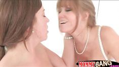 MILF Darla Crane anal threesome action in the bedroom