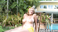 Tits Babe Jazmyn show her big knockers