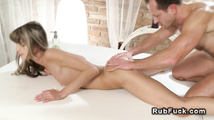 Masseur fucks babe with perfect ass till cumshot