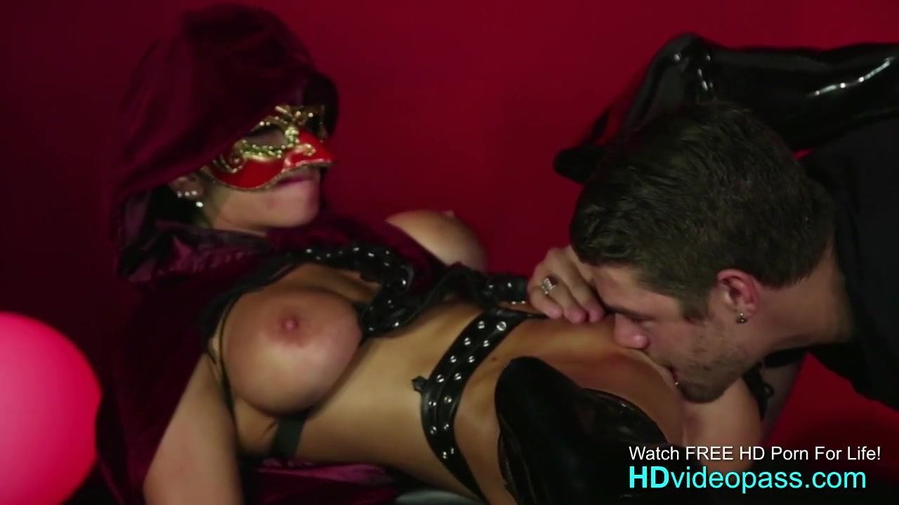 Foxy ass black daizy cooper gets banged