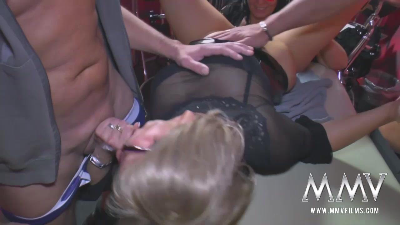 Ava Devine Orgy Transexuel Fucking Garage