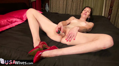 USAwives Older Penny Jones Masturbation