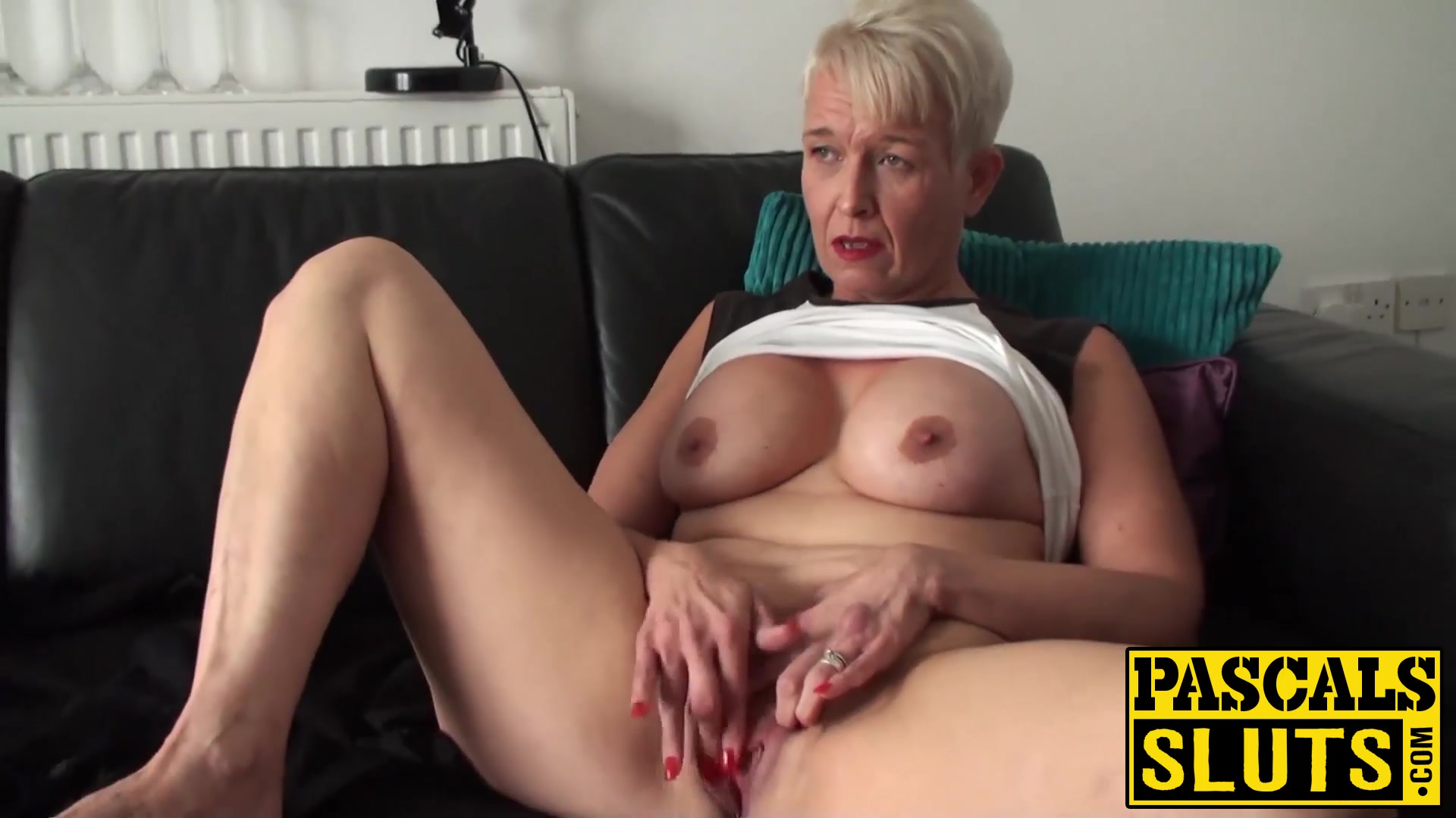 Mature babe nude great tits
